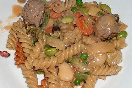 Gemüse - Nudelpfanne mit Klößchen (Bild)