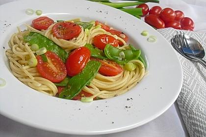 Spaghetti mit Zuckerschoten und Kirschtomaten