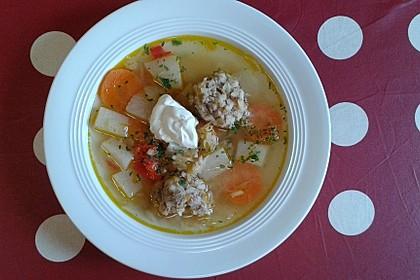 Rumänische Fleischklößchensuppe (Bild)