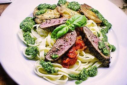 Zucchini – Piccata auf Tomatenkompott mit Rucolapesto und Nudeln 2