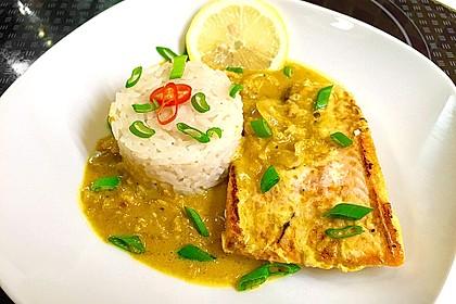 Gebratener Fisch in grüner Currysauce
