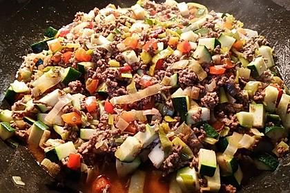 Orientalische Hackfleisch - Gemüse - Pfanne mit Joghurt - Minz - Sauce 6
