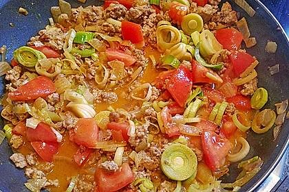 Orientalische Hackfleisch - Gemüse - Pfanne mit Joghurt - Minz - Sauce 5