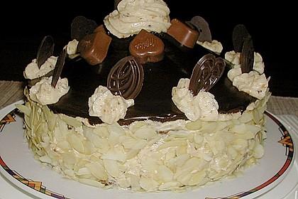 Feine Schokoladentorte mit Haselnussfülle 4