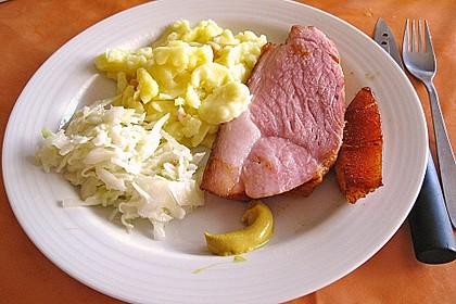 Krustenbraten vom Schwein mit Kartoffelpüree und Karamellsauerkraut 8