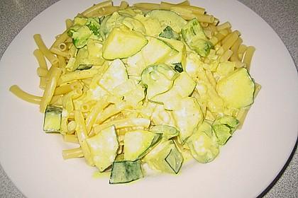 Tagliatelle mit Frischkäse - Zucchini - Sauce 11