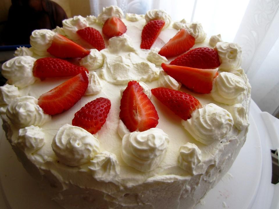 Schnelle Erdbeer Sahne Torte Von Chrisi83 Chefkoch De