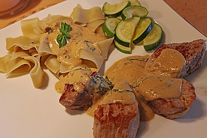 Schweinefiletmedaillons an Basilikum - Zitronen - Sauce 2