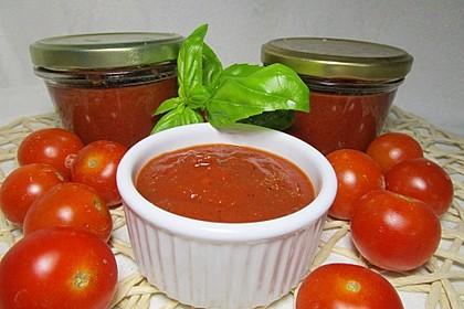 Tomatenketchup mit Paprika und Basilikum