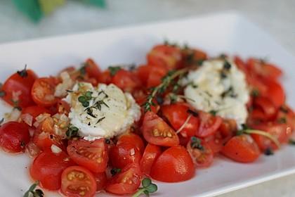 Überbackener Ziegenkäse mit Tomatensalat und Bauernbrot