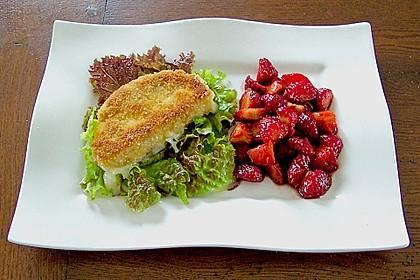 Gebackener Camembert mit Erdbeer-Chutney