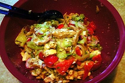 Bunter Salat mit scharfen Putenstreifen 25