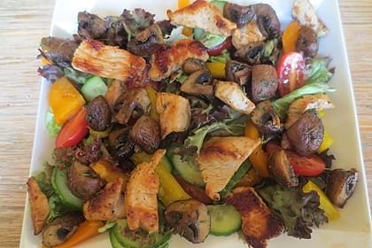 Bunter Salat mit scharfen Putenstreifen 24