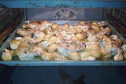 Mariniertes Hähnchen mit Kräutern, Knoblauch und kleinen Kartoffeln