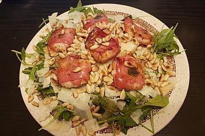 Rucola-Salat mit Pinienkernen und Parmesan