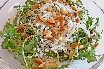 Rucola-Salat mit Pinienkernen und Parmesan 3