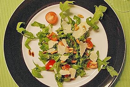 Rucola-Salat mit Pinienkernen und Parmesan 6