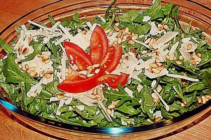 Rucola-Salat mit Pinienkernen und Parmesan 5