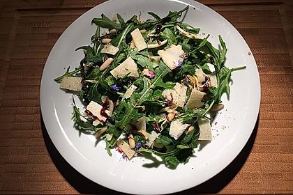 Rucola-Salat mit Pinienkernen und Parmesan 2