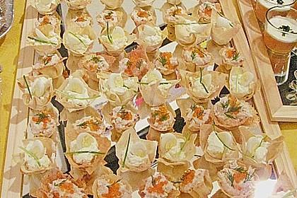 Wachteleier mit Crème fraîche und Forellenkaviar im Filoteigkörbchen 5