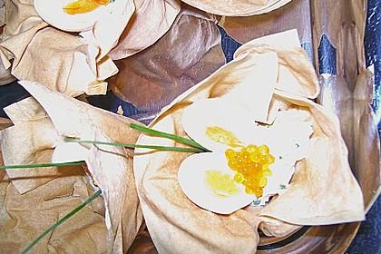 Wachteleier mit Crème fraîche und Forellenkaviar im Filoteigkörbchen 15