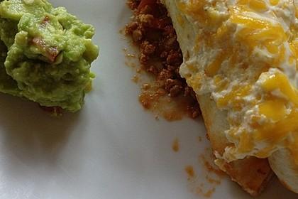 Überbackene Enchiladas mit Avocado-Dip (Bild)