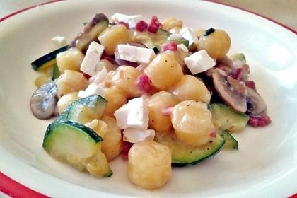 Gnocchipfanne mit Zucchini und Speck 11