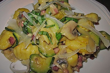 Gnocchipfanne mit Zucchini und Speck 10