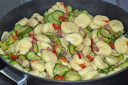 Gnocchipfanne mit Zucchini und Speck 3