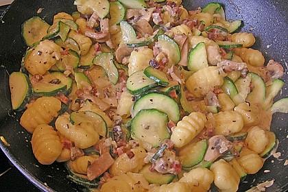Gnocchipfanne mit Zucchini und Speck 5
