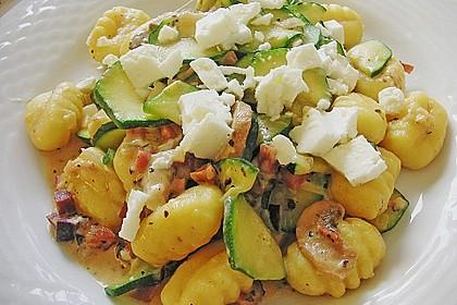 Gnocchipfanne mit Zucchini und Speck