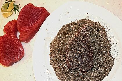 Steak vom Thunfisch mit Pfeffer - Limetten - Kruste an mariniertem Spargel mit Röstkartoffeln 4