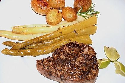 Steak vom Thunfisch mit Pfeffer - Limetten - Kruste an mariniertem Spargel mit Röstkartoffeln 1