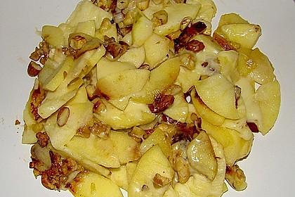 Apfelpfanne, mit geschmolzenem Käse