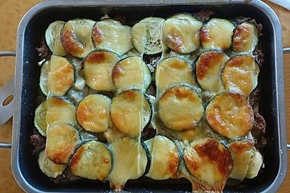 Auflauf aus Lammhack mit Frischkäse, Zucchini und Kartoffeln