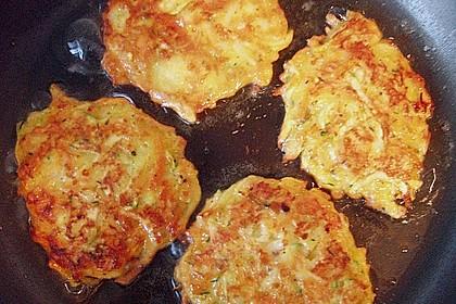 Gemüsepuffer mit Kartoffeln, Zucchini und Möhren 15