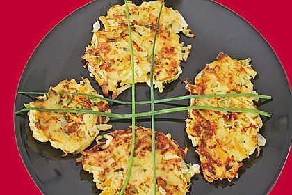 Gemüsepuffer mit Kartoffeln, Zucchini und Möhren 16