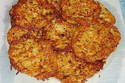 Gemüsepuffer mit Kartoffeln, Zucchini und Möhren 4