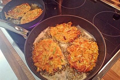 Gemüsepuffer mit Kartoffeln, Zucchini und Möhren 11