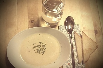 Knoblauchsuppe mit Parmesan 3