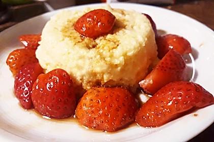 Grießflammeri mit Erdbeeren in Balsamico (Bild)