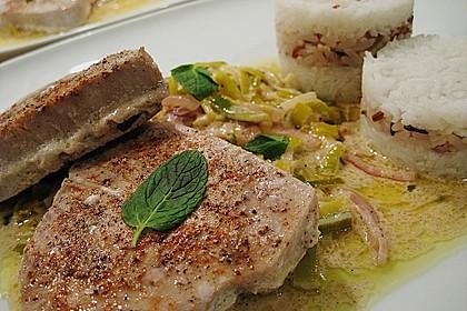 Thunfisch-Steaks auf Lauchgemüse