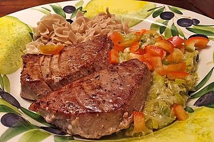 Thunfisch-Steaks auf Lauchgemüse 10