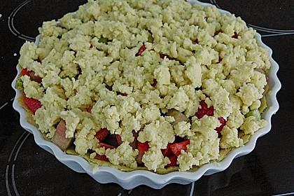 Erdbeer - Rhabarber - Tarte mit Mandelstreuseln 11