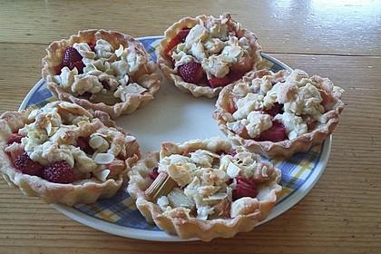 Erdbeer - Rhabarber - Tarte mit Mandelstreuseln 14