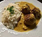 Erdnuss - Hack - Bällchen in Currysauce (Bild)