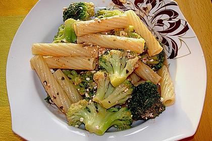 Pasta mit Brokkoli und Hüttenkäse