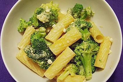 Pasta mit Brokkoli und Hüttenkäse 6