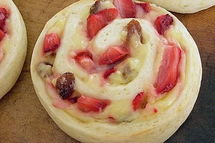 Erdbeer-Vanille Schnecken 18