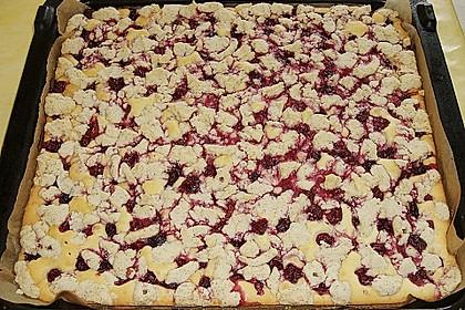 Kirsch - Eierlikör - Schnitten mit Mandelstreuseln 24